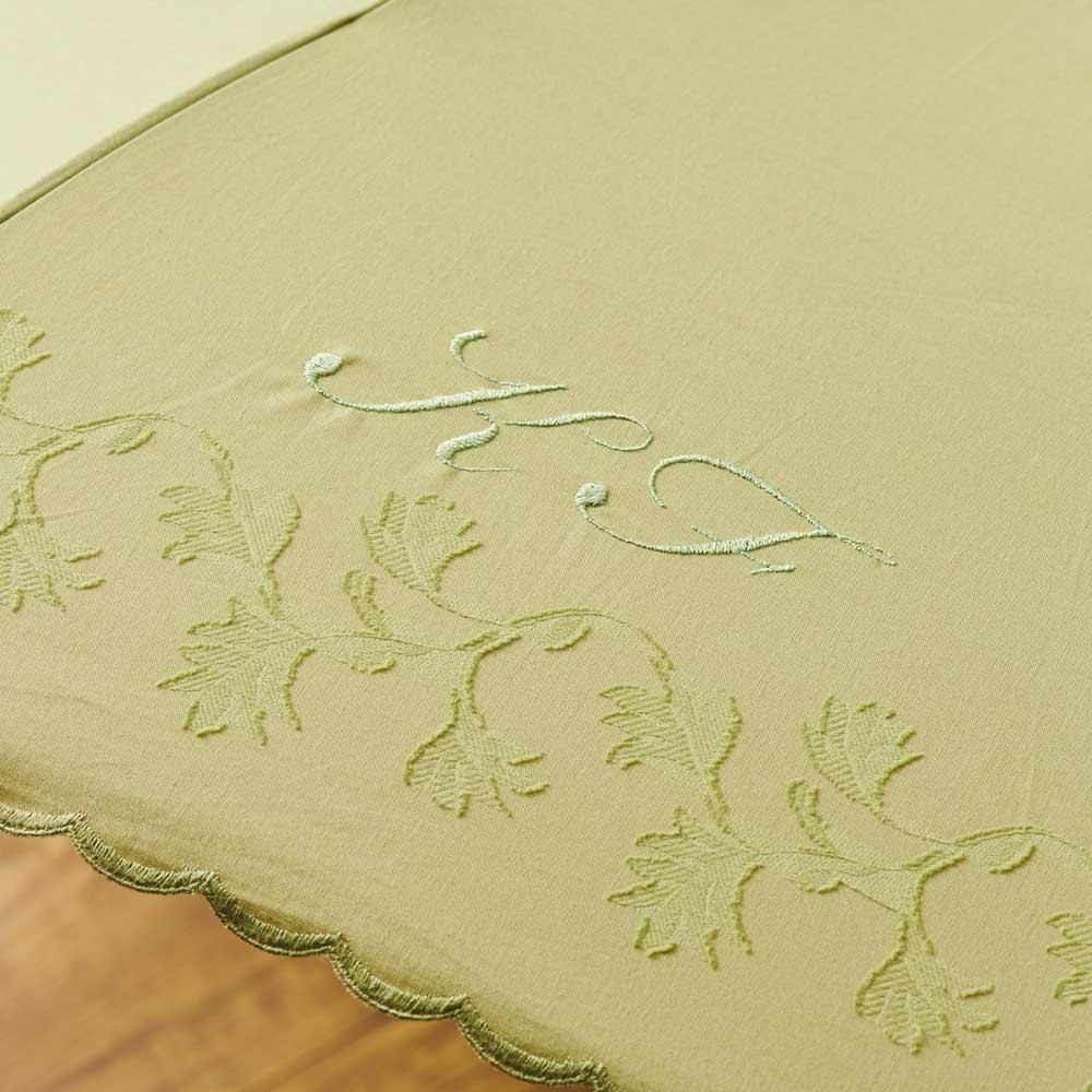 名入れ(イニシャル)オーダー 日本製カットジャカード 刺繍折りたたみ 日傘 名入れ例:目立ちすぎず、さりげないワンポイントに。(イ)グリーン