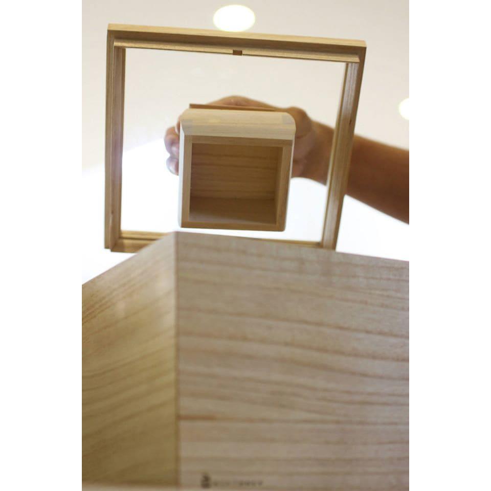 日本製 桐の米びつ 1kg 蓋の裏側に、枡が磁石でぴたっとくっつきスマート。