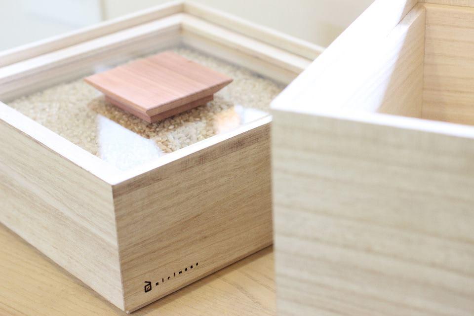 日本製 桐の米びつ 5kg 中が見えるので、残りのお米の量が分かり便利です。※写真は別サイズです