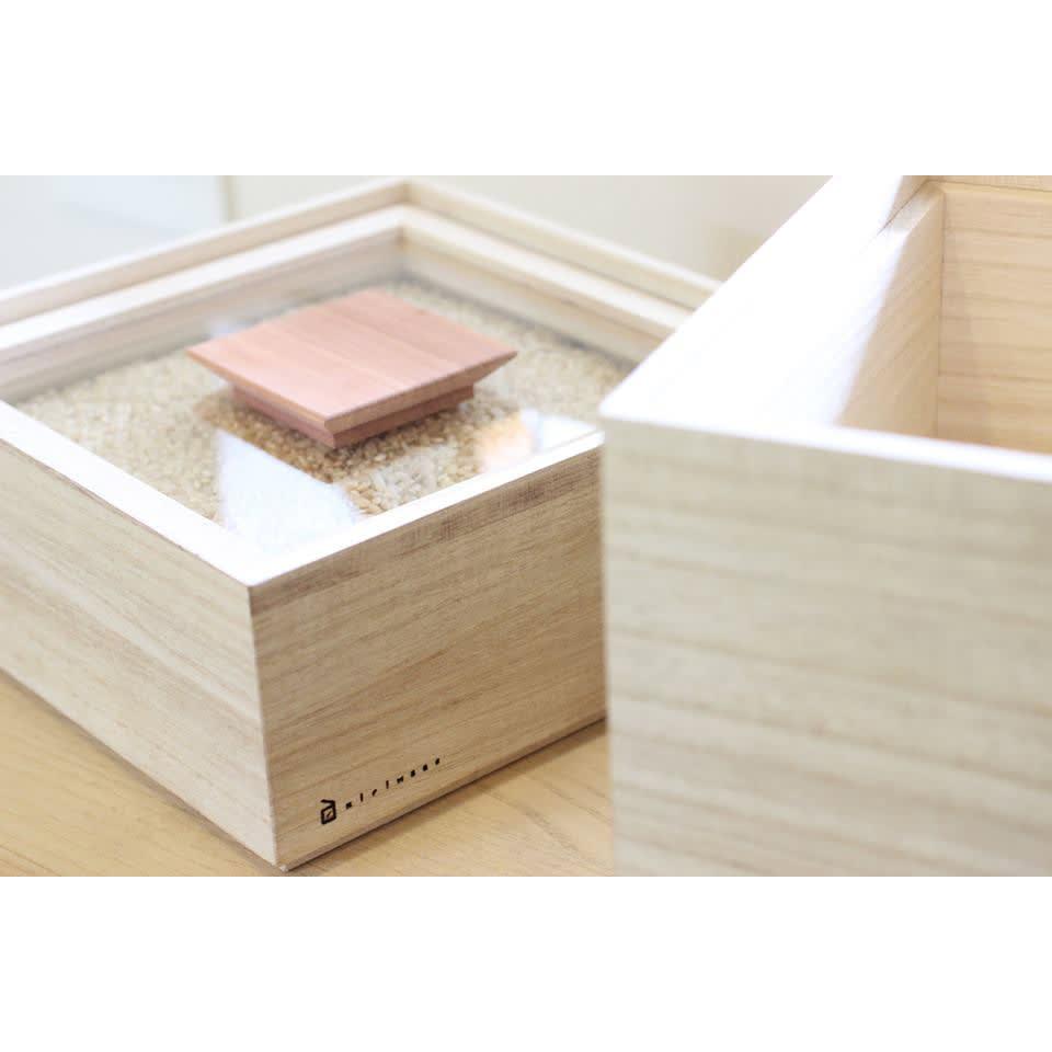 日本製 桐の米びつ 10kg 中が見えるので、残りのお米の量が分かり便利です。※写真は別サイズです