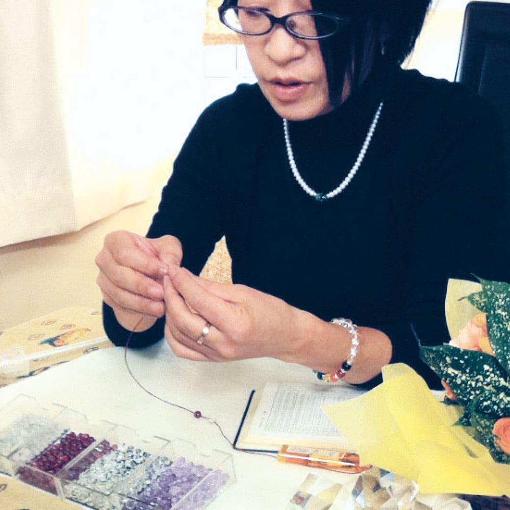 浅田かんな先生が占う天然石バックチャーム 浅田かんな先生が、パワーストーンを選び、ひとつひとつ丁寧に組み上げます。