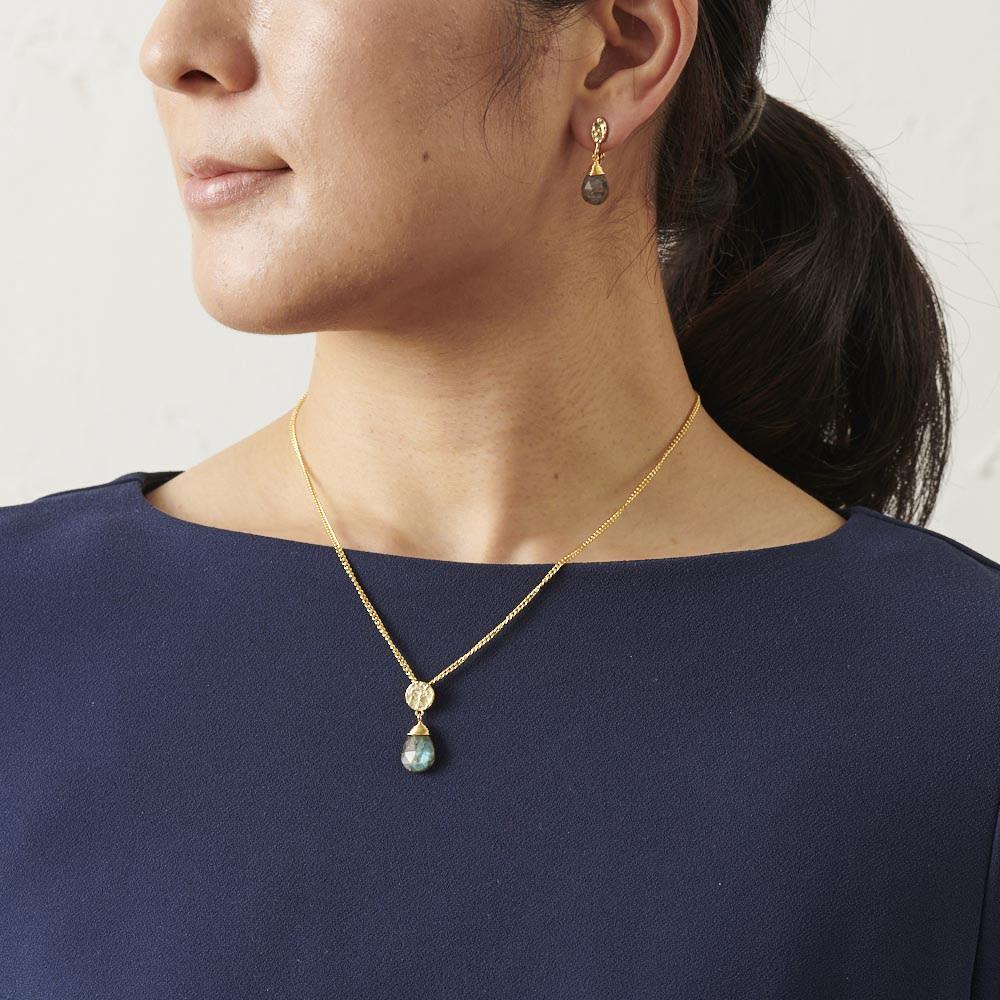 AZUNI ドロップネックレス  【イギリス王室キャサリン妃着用で話題のブランド】 [コーディネート例] (イ)ラブラドライト 別売りのピアス・イヤリングと合わせると素敵です。
