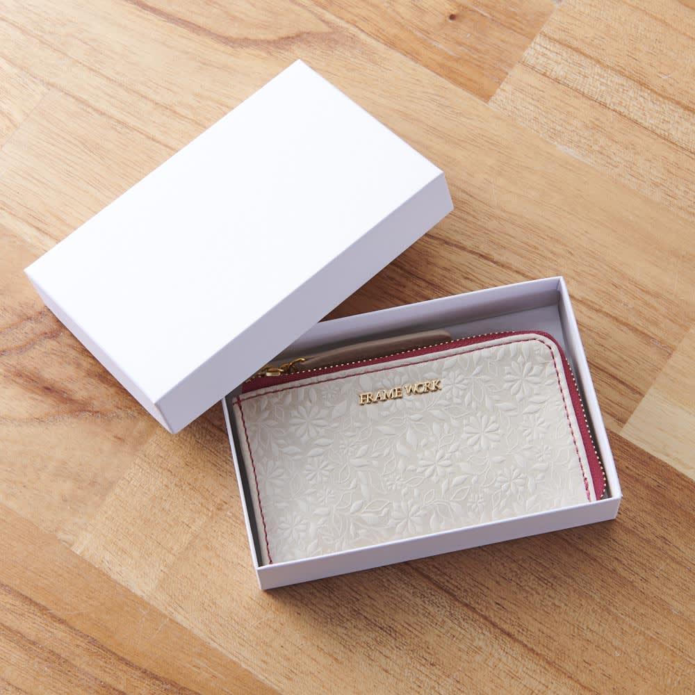 フラワーレザー キー&パスケース パッケージ入りでプレゼントにもおすすめ。