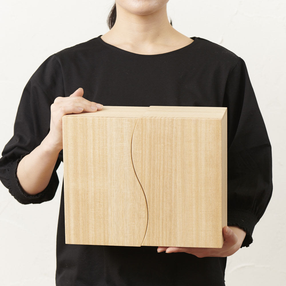 想ひ箱 日本製ミニ仏壇 ナチュラル    コンパクトで軽量なので、持ち運びもできます。