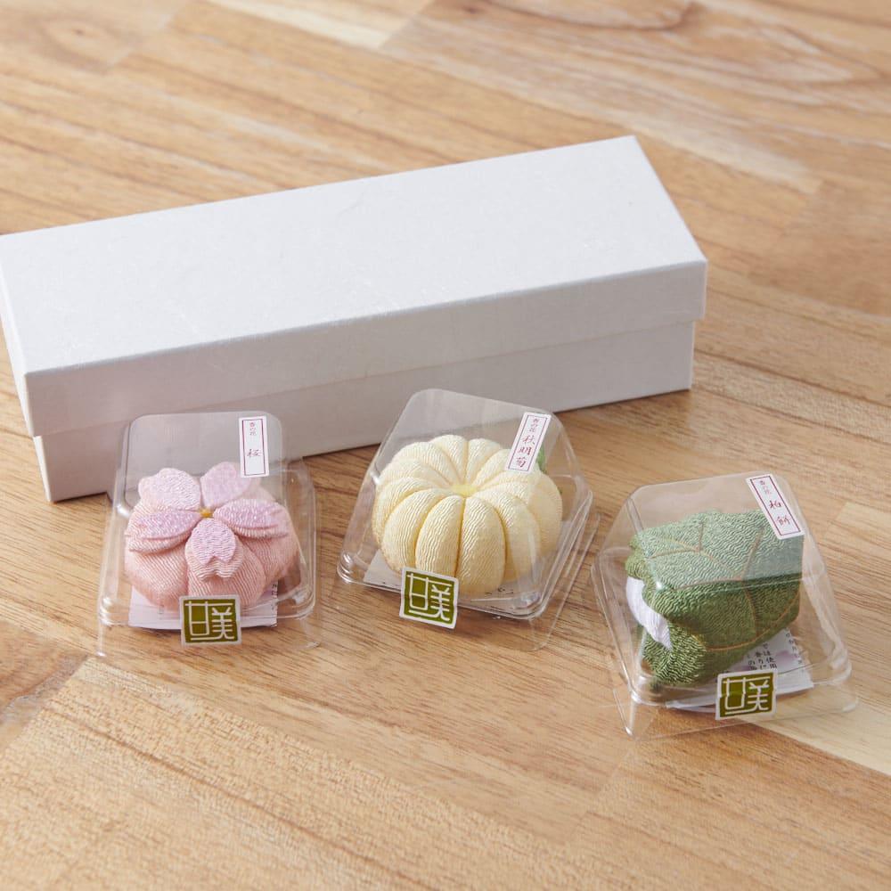 夢み屋 お供えちりめん京菓子       (ア)ピンク系 3点セット まるで本物の和菓子のようなパッケージです。