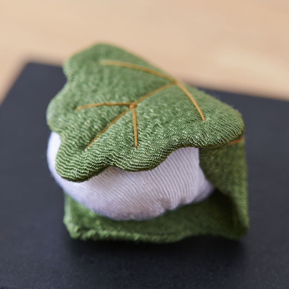 夢み屋 お供えちりめん京菓子       (ア)ピンク系 柏餅