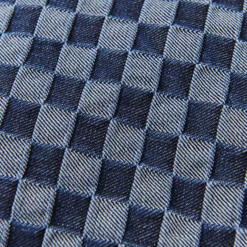 備後デニムトートバッグ 生地アップ(イ)ライトブルー ジャカード織りで、立体的な格子柄。