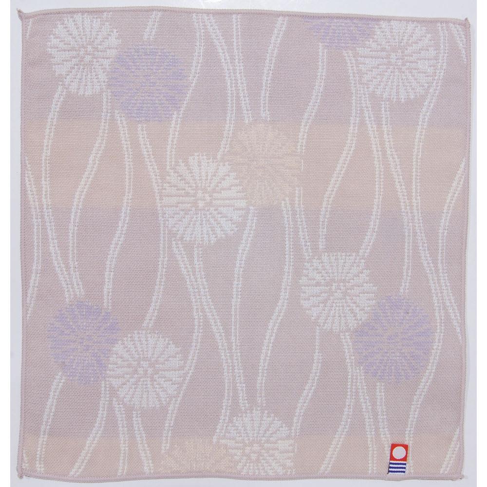 サラリとした肌触り!紀尾井【今治】ガーゼタオルハンカチ 柄が選べる2枚組 (ウ)立て沸くに菊松葉 不老長寿を象徴する「菊」の花を、慶賀・長寿を表す「松」に見立てた縁起の良い文様。