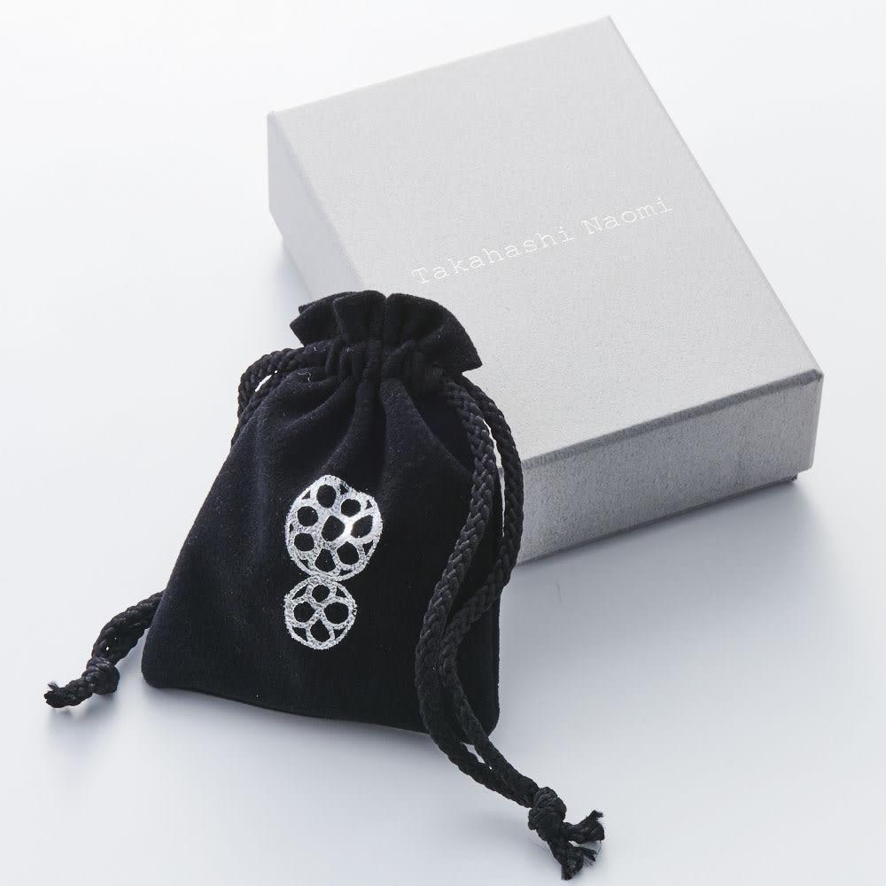 Tsunagari /タカハシナオミ クロッシェ ピアス おしゃれな巾着・ボックス入りで、プレゼントにもおすすめです。※パッケージデザインは変更になる場合がございます