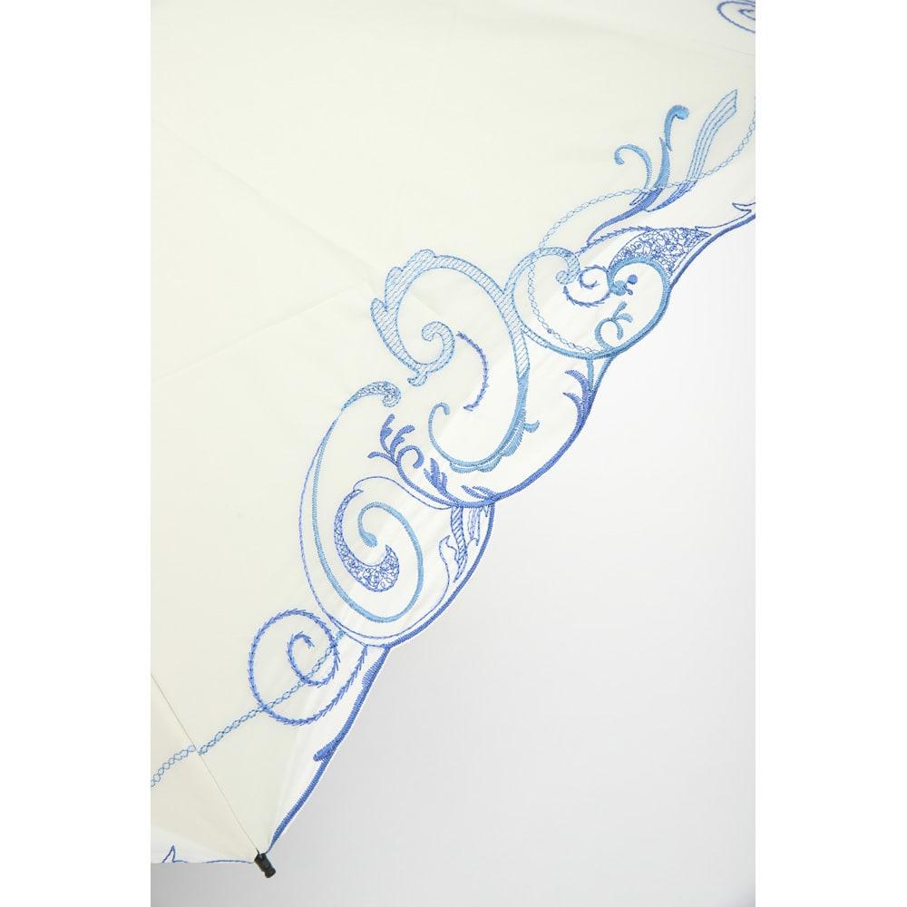 花紀行 クリスタルガラス&ペイズリー刺繍 二重張り折り畳み日傘 涼やかで美しいペイズリー刺繍。