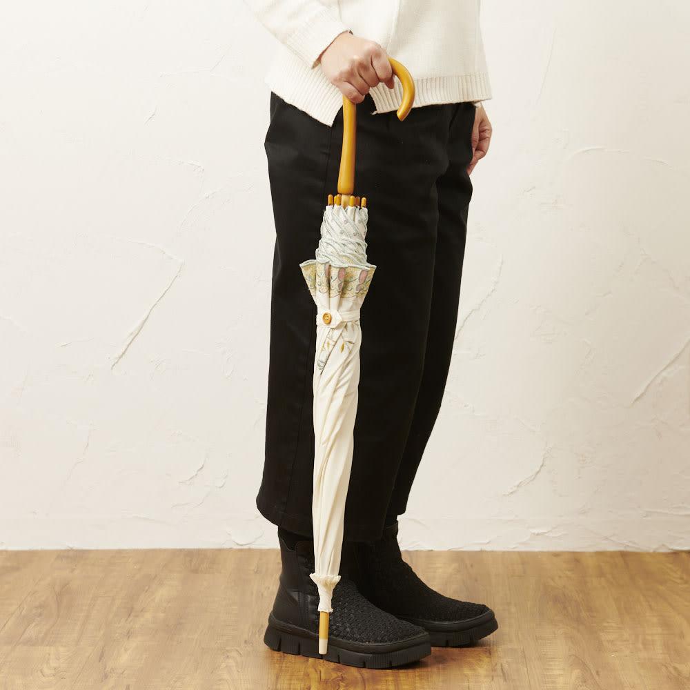 女優日傘 花鳥刺繍 長日傘 閉じてもおしゃれなデザイン。