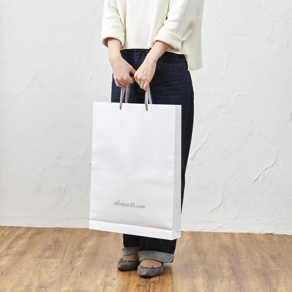 お誕生日新聞 傘寿(80枚セット) ぴったりサイズの特製手提げ紙袋をお付けします。差し上げる時の持ち運びに便利です。