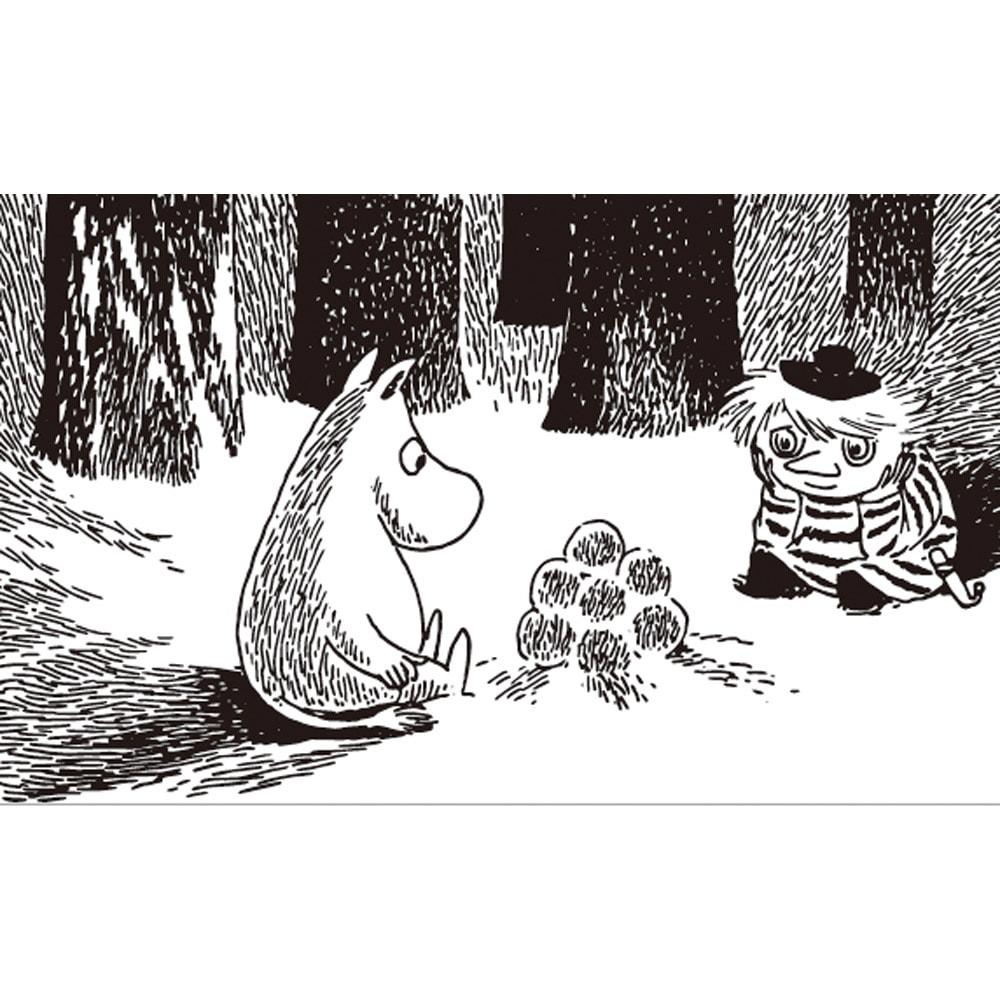 美術館や博物館が数倍楽しく♪ Vixen/ビクセン 単眼鏡 MOOMIN(ムーミン)H4×12 (ア)ブラックは、『ムーミン谷の冬』の一幕。冬眠の途中にひとり目が覚め、心細い思いをしていたムーミン。そんなムーミンを見たおしゃまさん(トゥーティッキ)は雪だまランプを作ってあげました。雪の中、ランプの灯りを眺め二人でほっとしているシーンに心が和みます。