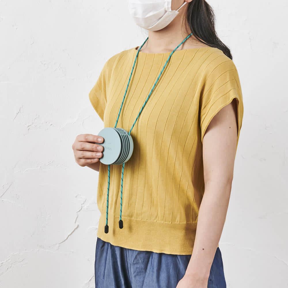 首掛け携帯用扇風機 BRUNO/ブルーノ ウェアラブルファン 首にかけて風が上に吹き出るので、マスクをつけて暑い…!という時にもぴったりです。 (イ)ブルーグリーン