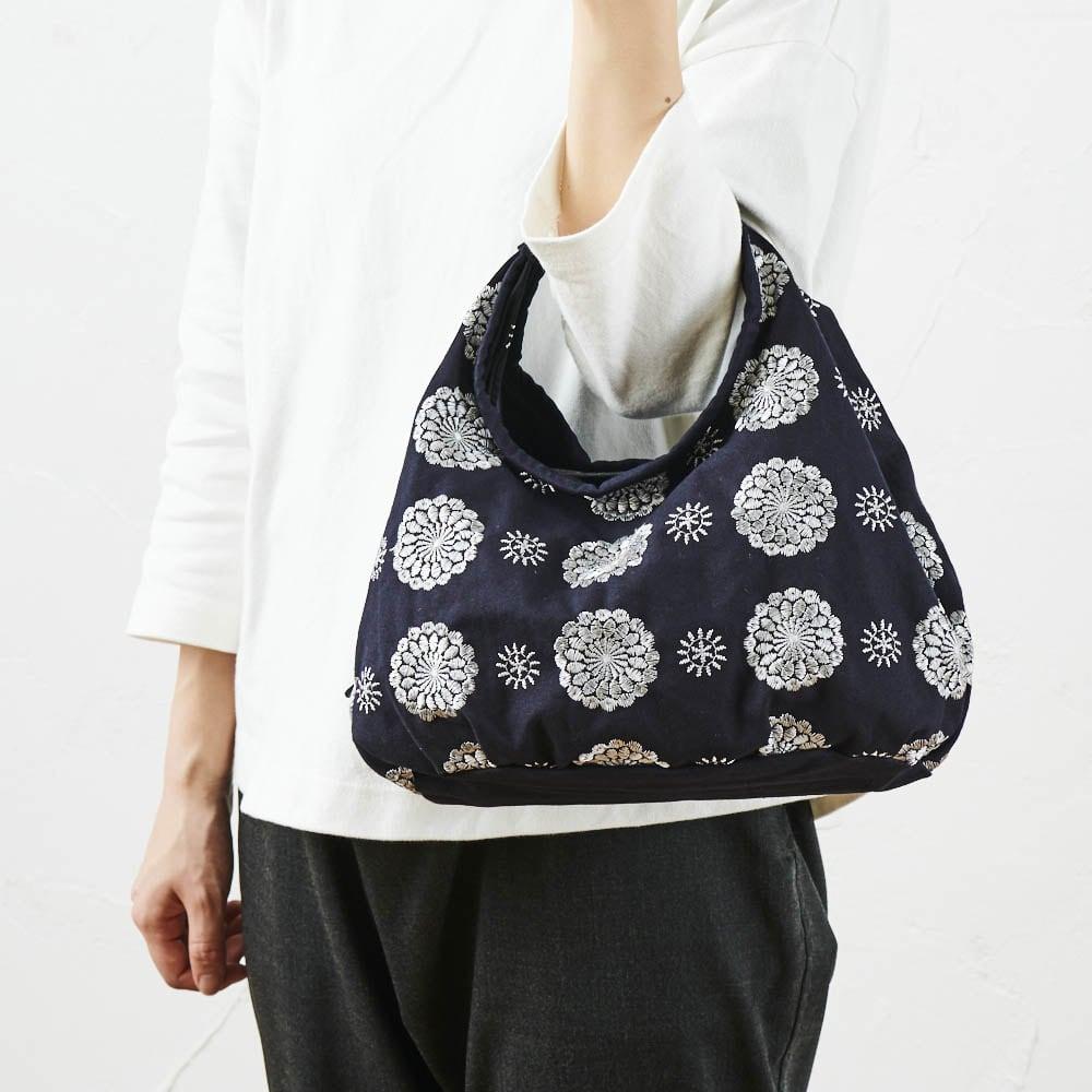 くろちく ミニラウンドバッグ新柄 丸くてかわいらしいシルエット。 ※写真はお届けの柄とは異なります。
