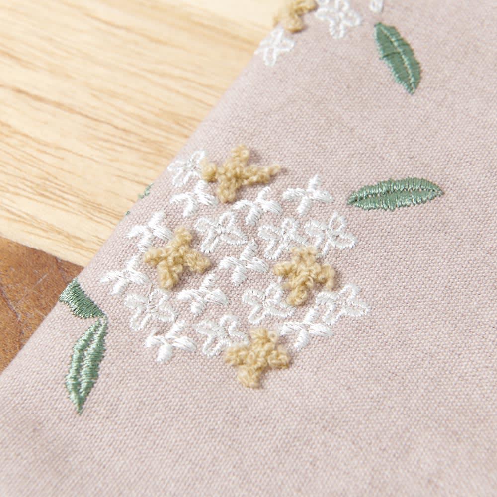 くろちく ミニラウンドバッグ新柄 (ア)金木犀スモーキーピンク 生地アップ 立体的なパイル刺繍がかわいい。