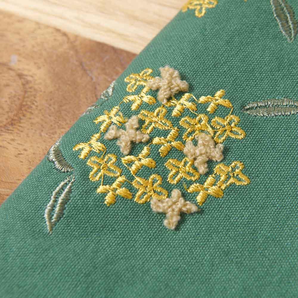 くろちく ミニラウンドバッグ新柄 (イ)金木犀深緑 生地アップ 立体的なパイル刺繍がかわいい。