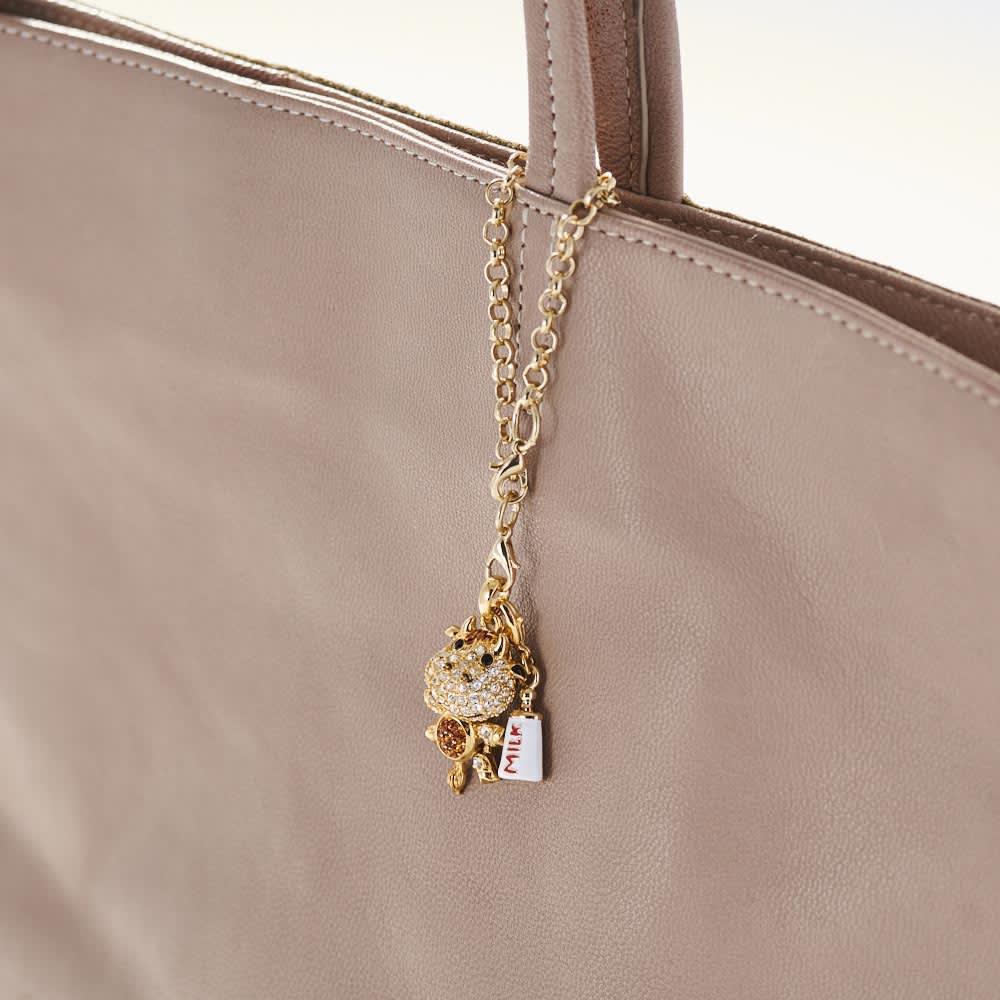 キラキラ犬バッグチャーム 使用イメージ ※写真は丑チャームです。