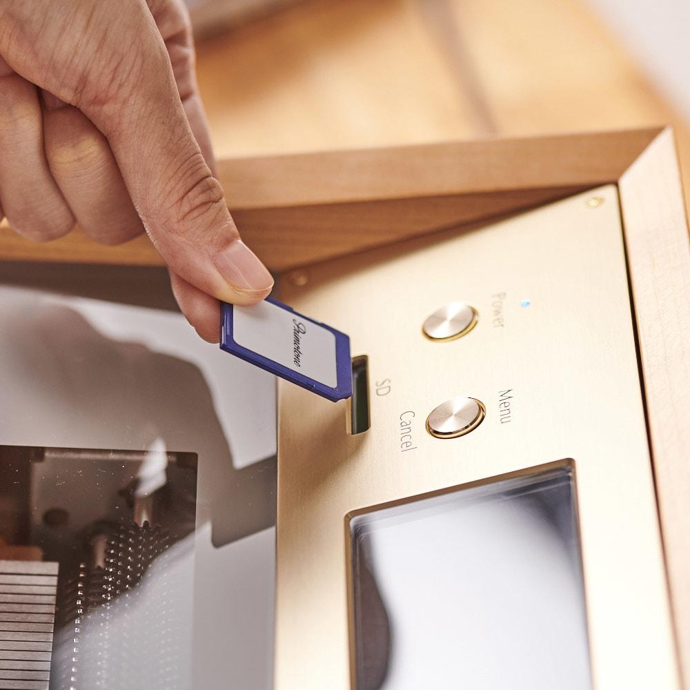 プリモトーン SAKURA MODEL 付属のSDカードをセットします