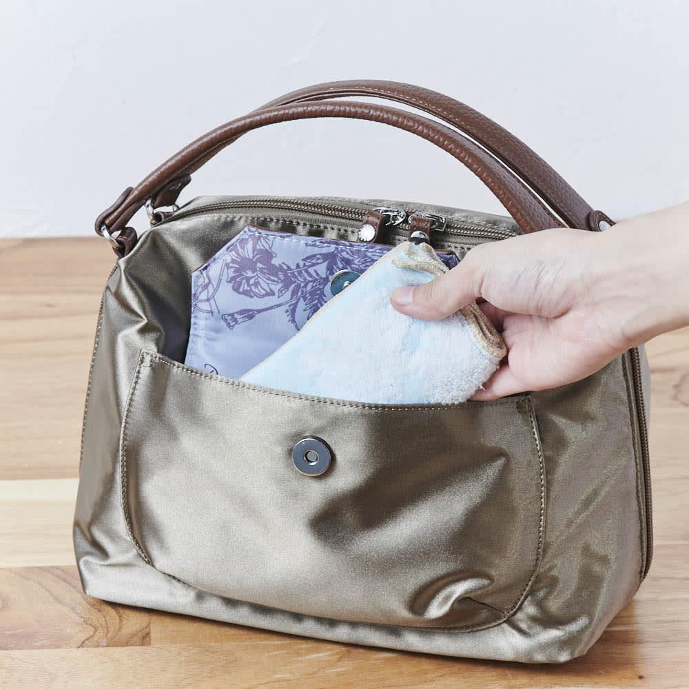 ハーブはっ水軽量2WAYバッグ 頻繁に出し入れするものはカブセ式の前ポケットに。