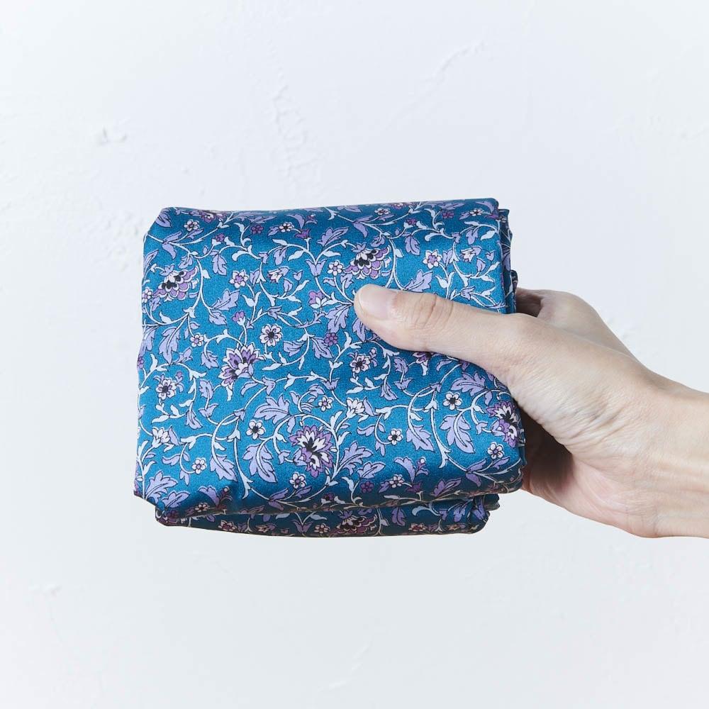 ウーゴ プリントバッグ ブルー 折り畳めるのでサブバッグにも。