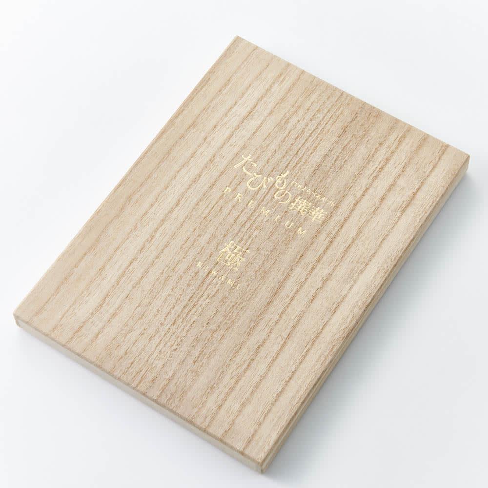 [カタログギフト]たびもの撰華 極コース(JTBえらべるギフト) カタログは専用の木箱にお入れします。