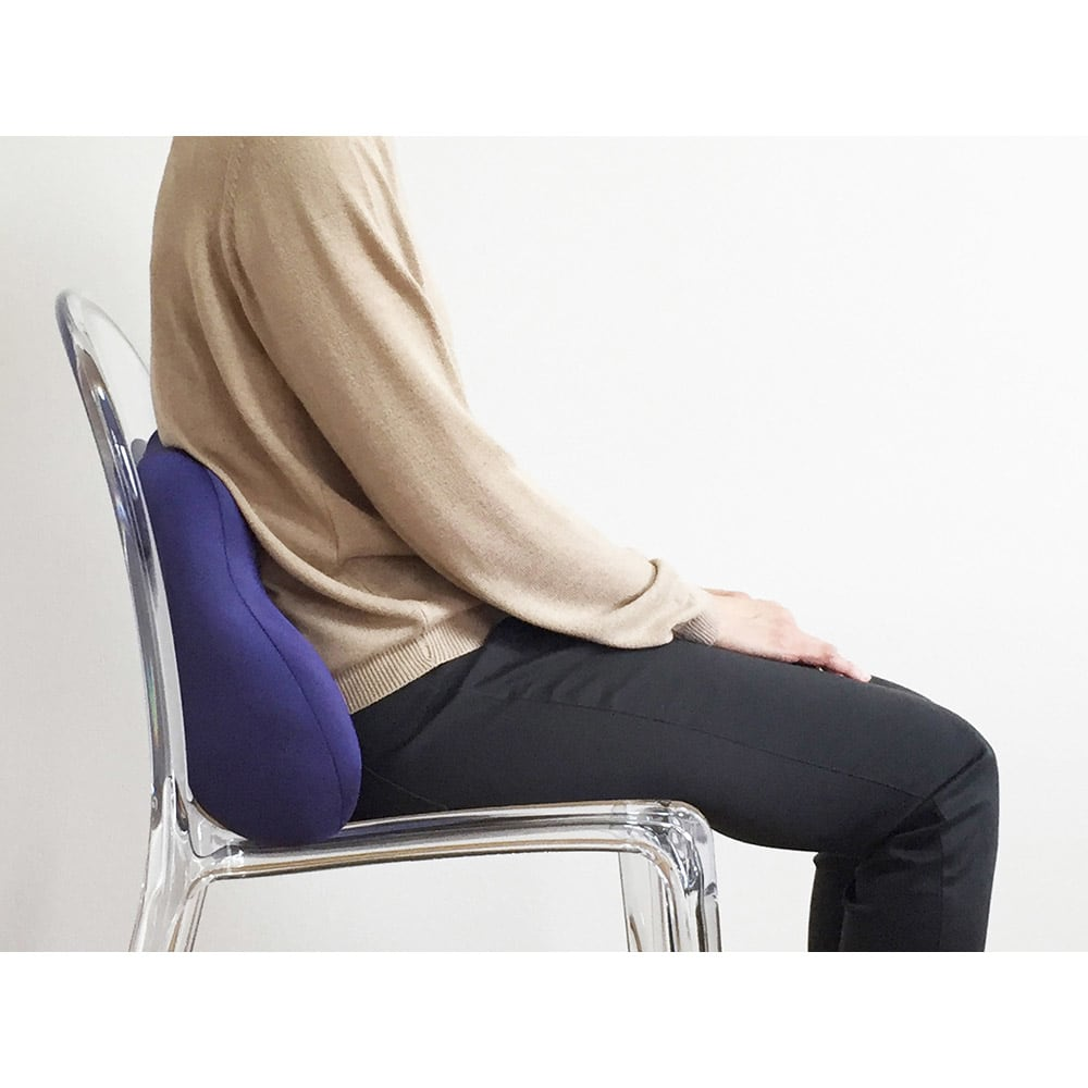 キュビーズクッション CuCuビークル からだや椅子の形状に合わせてフィットします。