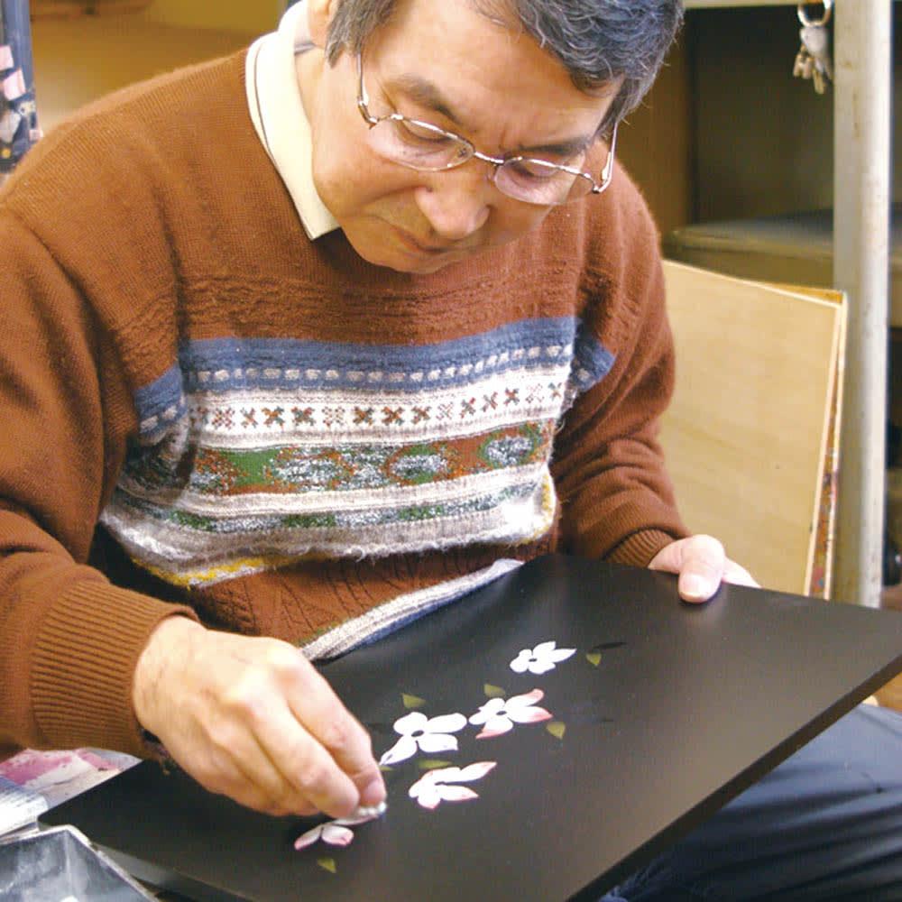 紀州塗 漆器ミニ仏壇 しだれ桜 仏壇・小&置き台 【橋本達之助工芸】伝統の技と美を受け継ぎ、新しい漆工芸を目指す工房。日々の小物から仏壇まで、さまざまな製品を個性豊かに生み出しています。