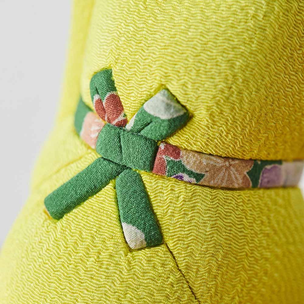 くろちく 古布木目込人形 招き猫 (ア)黄 首後ろアップ。※古布部分は1点1点色柄が異なります。