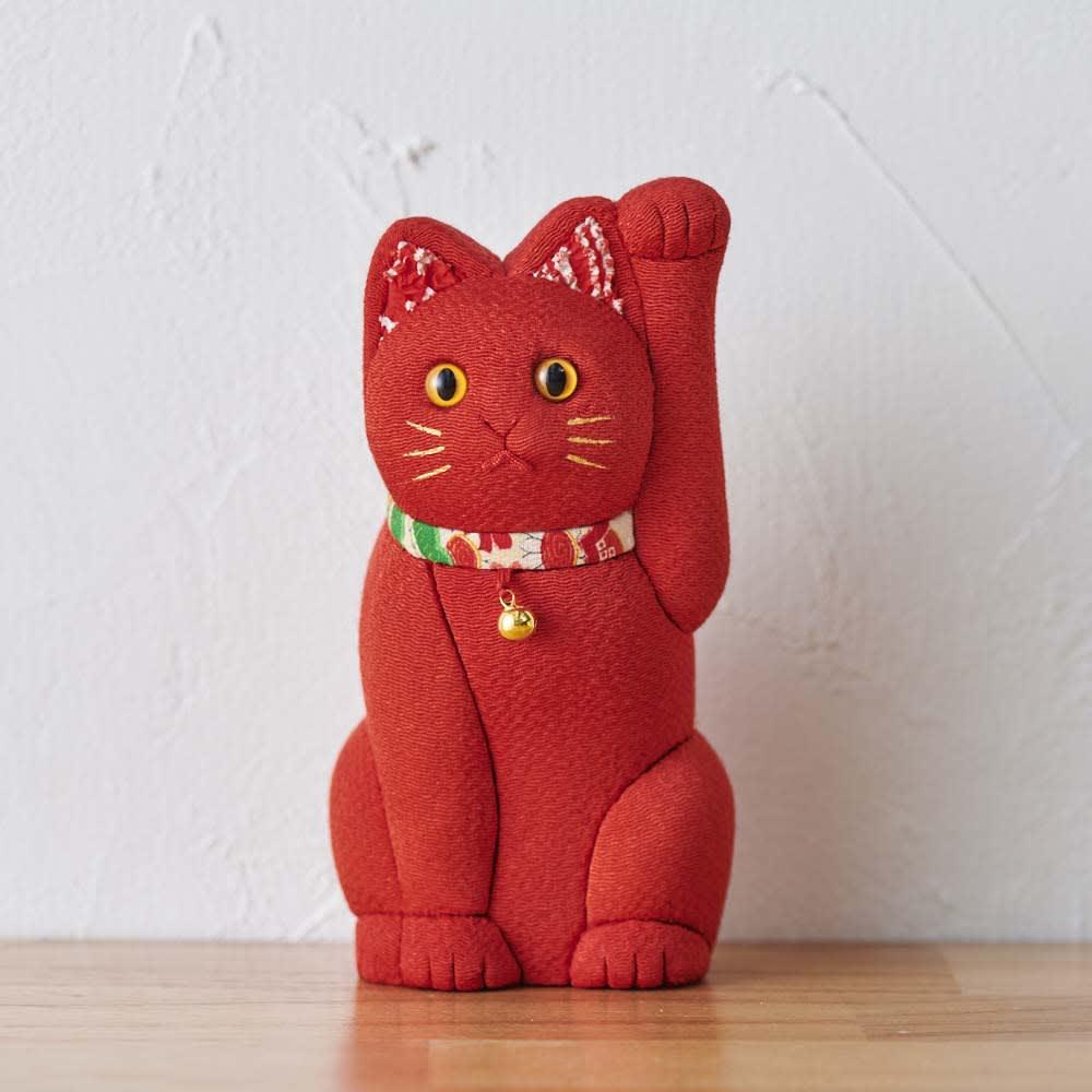 くろちく 古布木目込人形 招き猫 (エ)赤 赤色には、病気を払う効果があるといわれています。