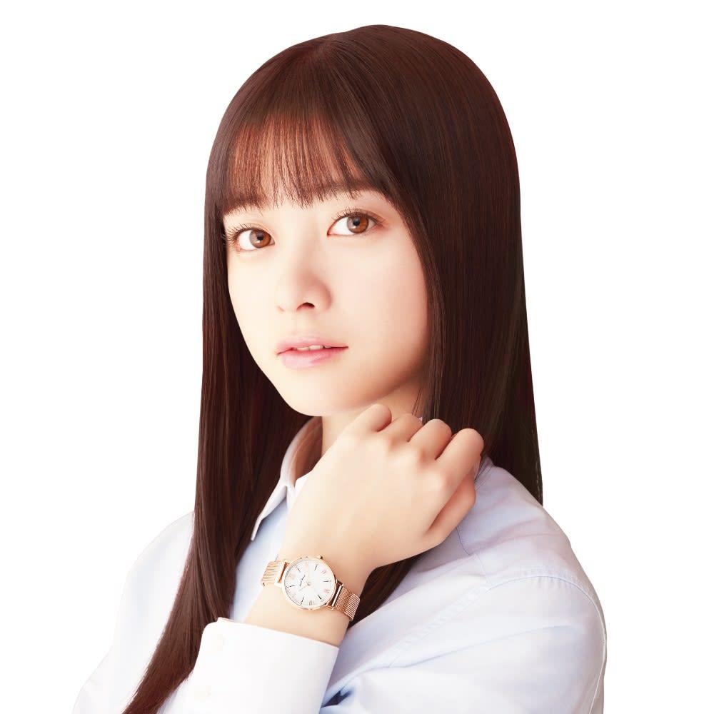 Angel Heart/エンジェルハート ファーストスター シルバー ソーラー時計 Angel Heartブランドミューズの橋本環奈さん。<br />※着用の時計はお届けの商品とは異なります。