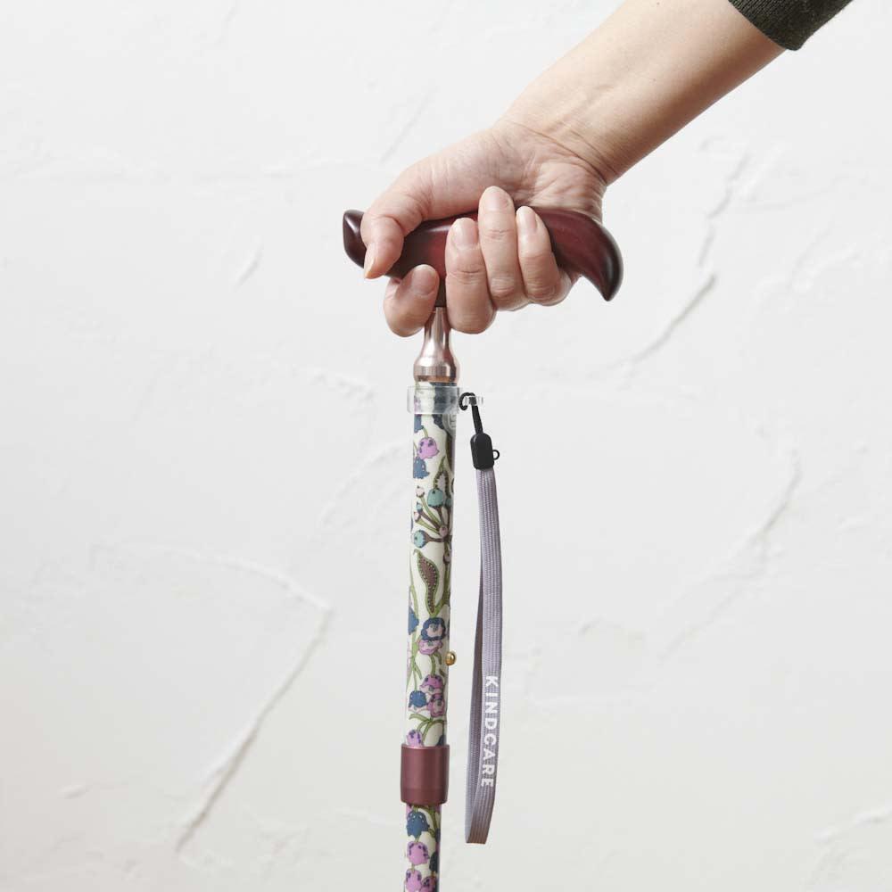 リバティプリント 日本製 握りやすい簡単折りたたみスリムステッキ 手の小さな女性でも握りやすいスリムネックを採用。