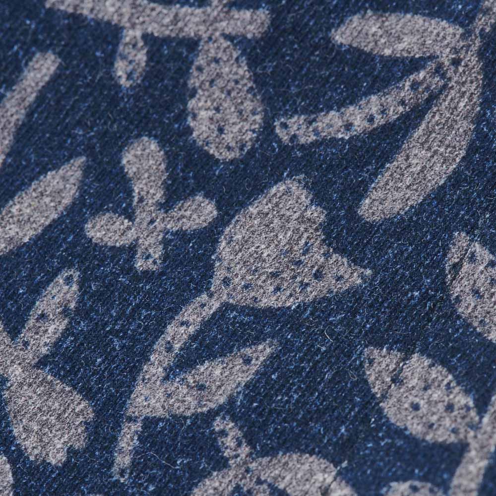 日本製 北欧ボタニカル(HAVINA柄)マスク (イ)ネイビー生地アップ。綿100%の柔らかい生地を使用しております。