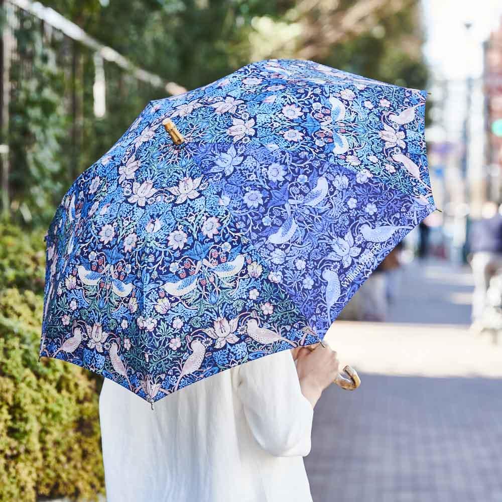 UVカット晴雨兼用長傘 ウィリアムモリス UVカット率98.9%(切り替えブルー部は98.8%)、遮光率98%以上の晴雨兼用傘。