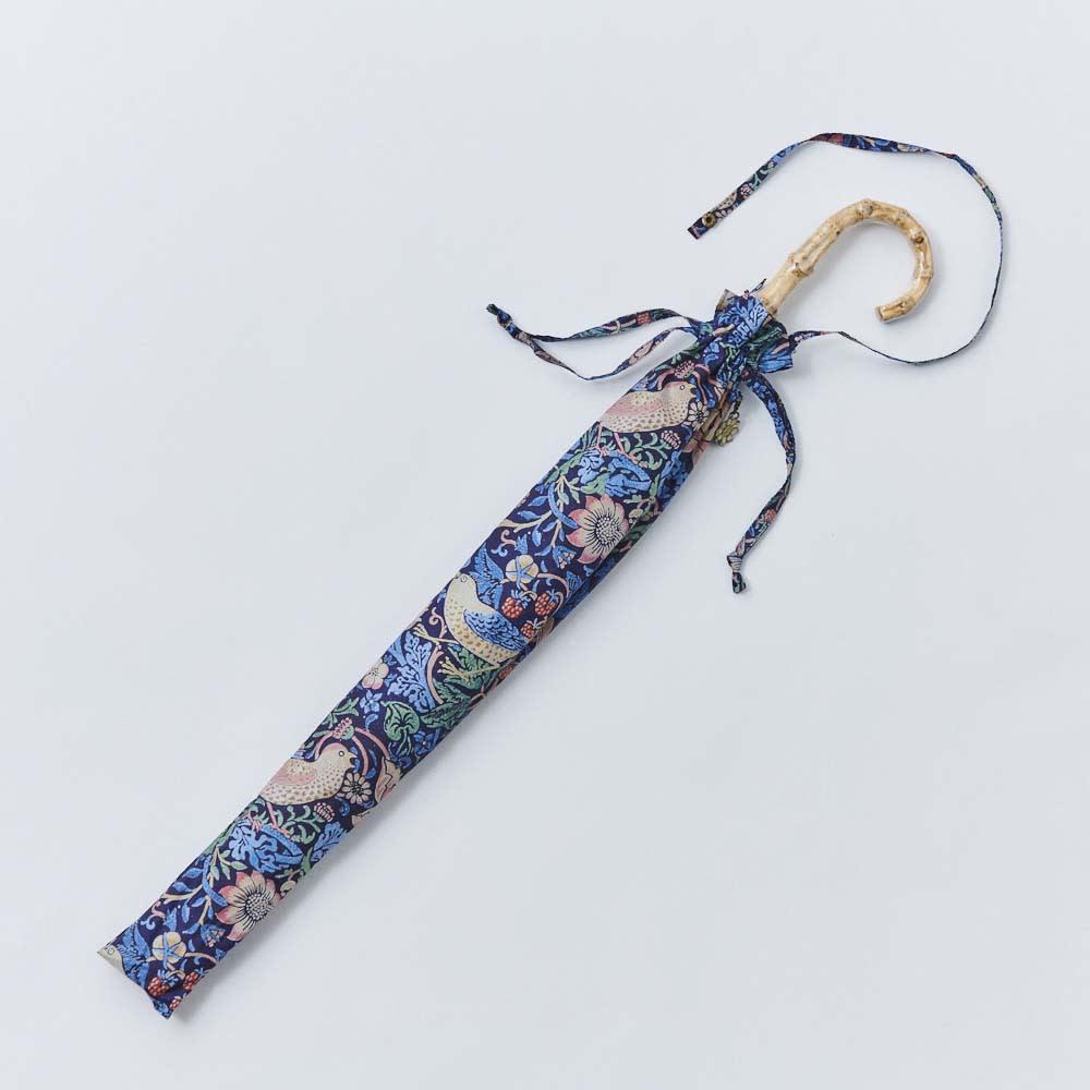 UVカット晴雨兼用長傘 ウィリアムモリス 傘袋の持ち手はスナップ付きで便利。