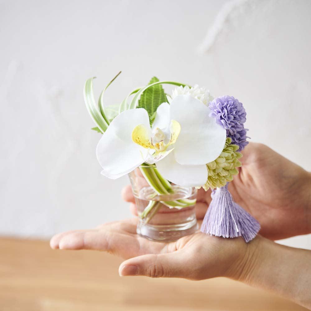 ペットご供養セット (ロウソク・線香&胡蝶蘭マジックウォーターミニ供花) コンパクトなサイズで置き場所を選びません。