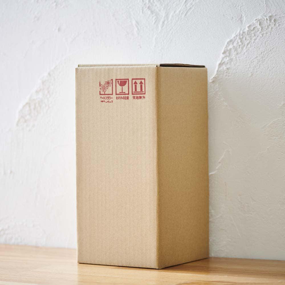 ミニガラスドーム供花 お線香付き 茶箱で丁寧に梱包してお届けします。