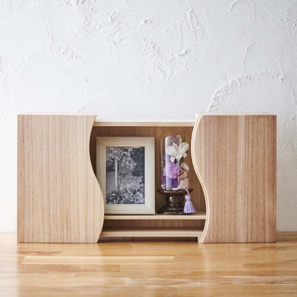 ミニガラスドーム供花 別売りの「想ひ箱 日本製ミニ仏壇」に収まるサイズです
