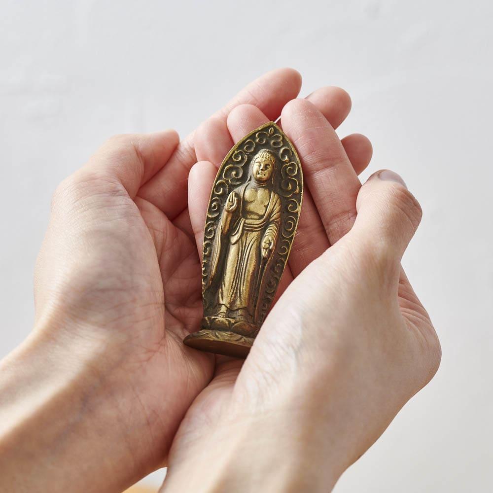 ミニ仏像 八体仏 手のひらにおさまるコンパクトサイズで、置き場所を選びません