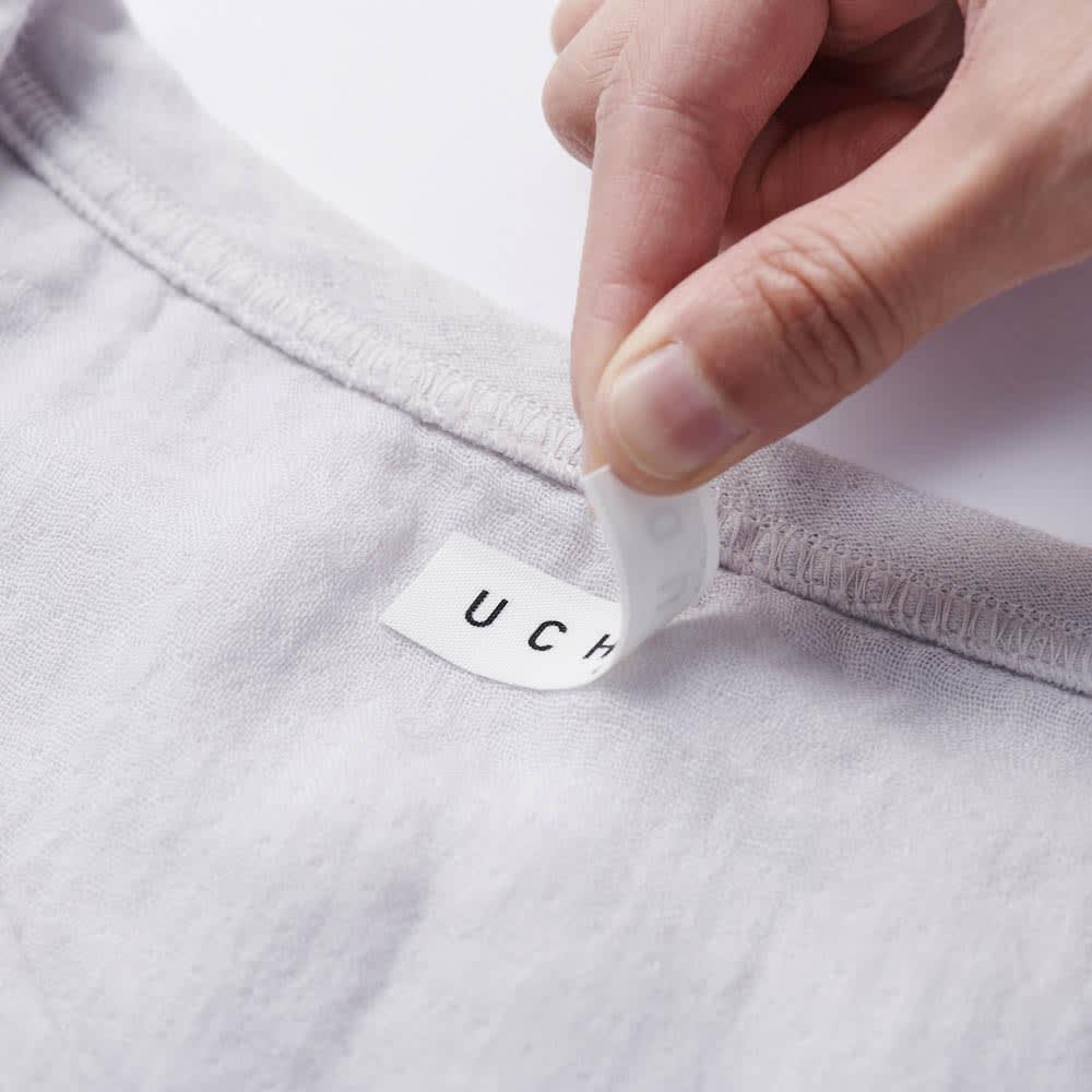 マシュマロガーゼ メンズルームウェアTシャツ 襟ネームラベルはシール状ではがすことができます。