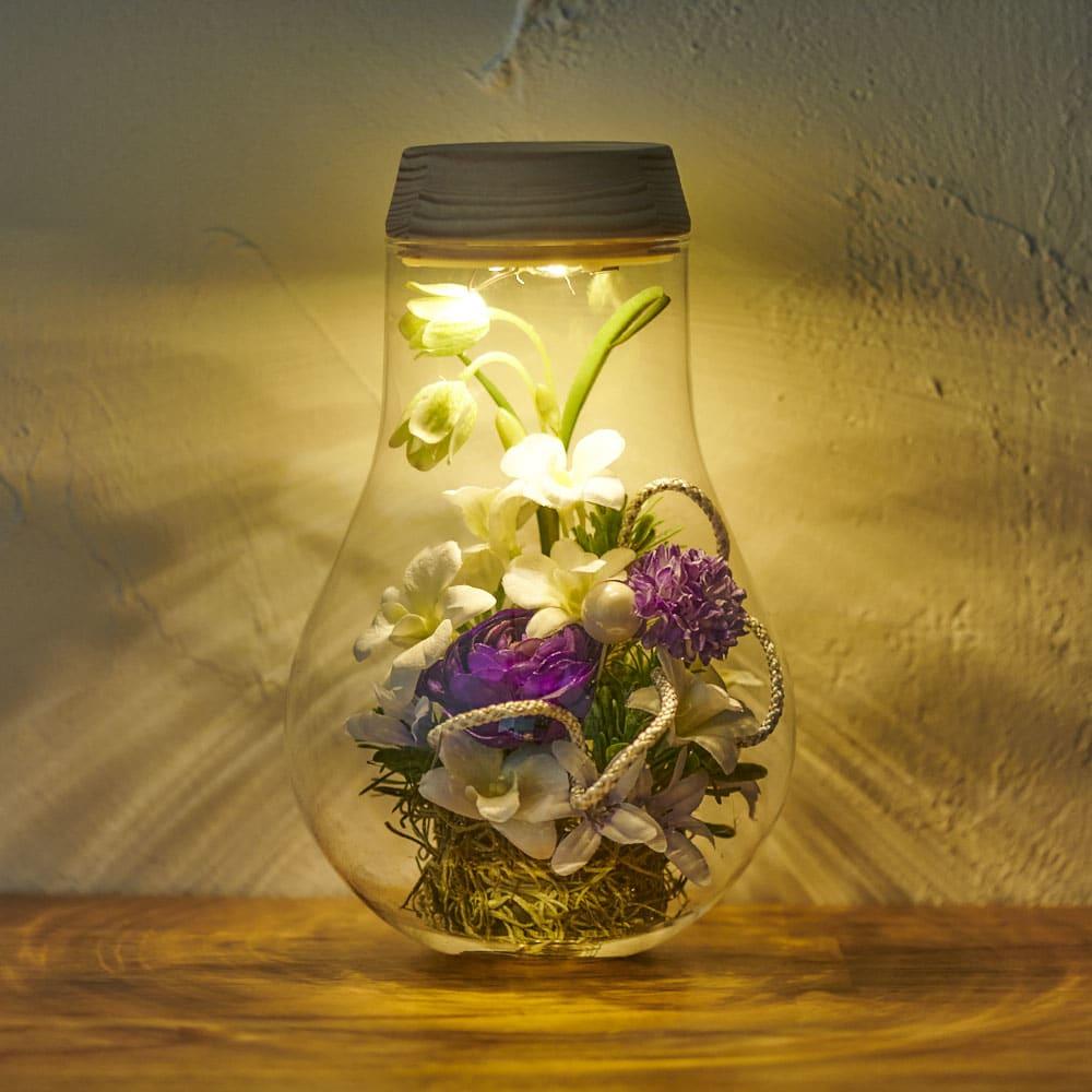 灯る仏花(R) 蘭 ※置く場所の暗さにより点灯時の色味・見え方は異なります。