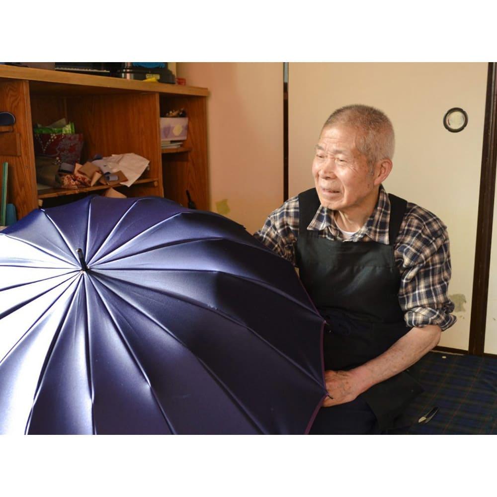 小宮商店 甲州織晴雨兼用折畳日傘 ストライプ 最後は熟練の技と勘所で、しっかり点検を行ない、しっかり点検を行ない、お客様にお届けします。