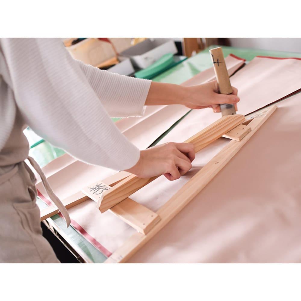 小宮商店 甲州織晴雨兼用折畳日傘 ストライプ 伝統技法を受け継ぎ、手間のかかる作業も妥協せず、ひとつひとつ丁寧につくります。