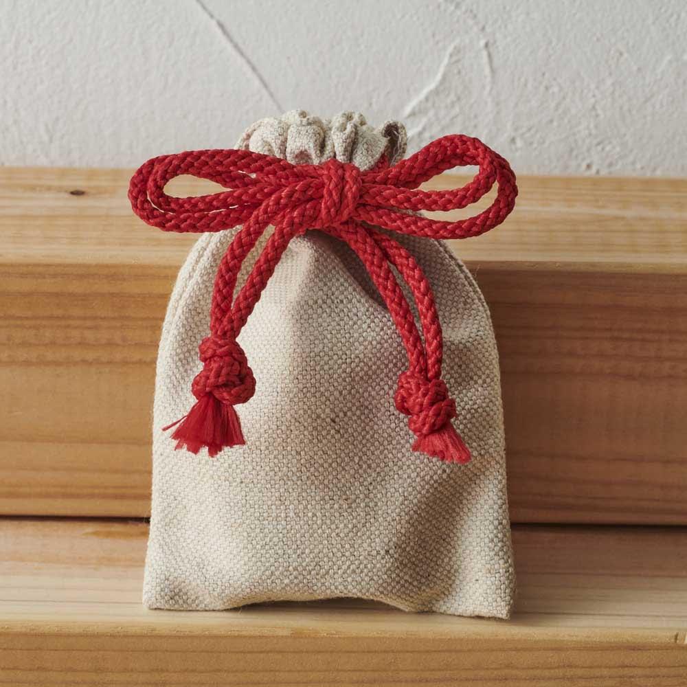 手のひらのおまもり 十二支 専用の巾着袋付。持ち歩きに便利です。
