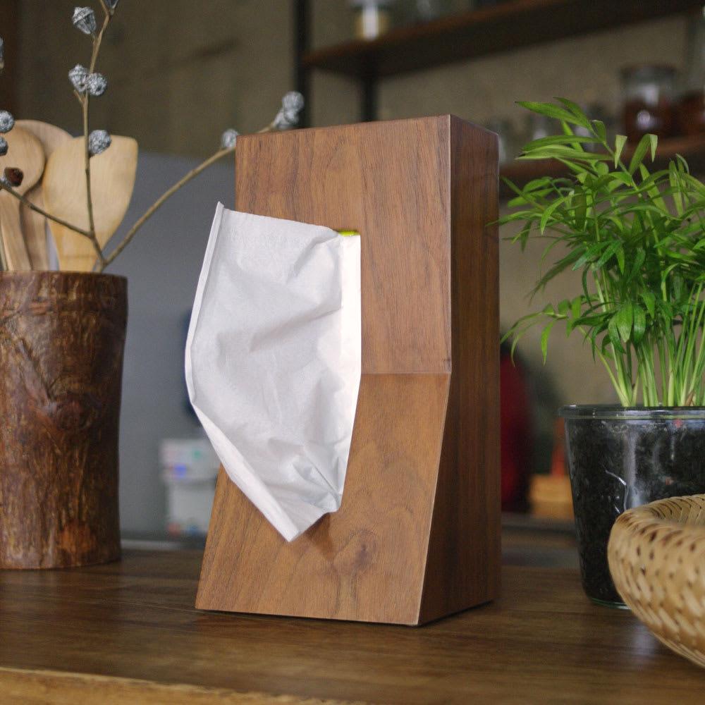 DUENDE(デュエンデ)STAND! WOOD ティッシュケース /Walnut 温かみのある木目調デザイン。