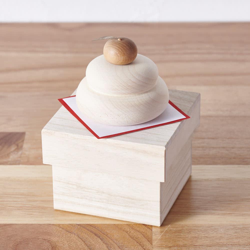 無垢の白木のミニ鏡餅 無垢の白木で、インテリアに馴染みながらおしゃれに飾れます。
