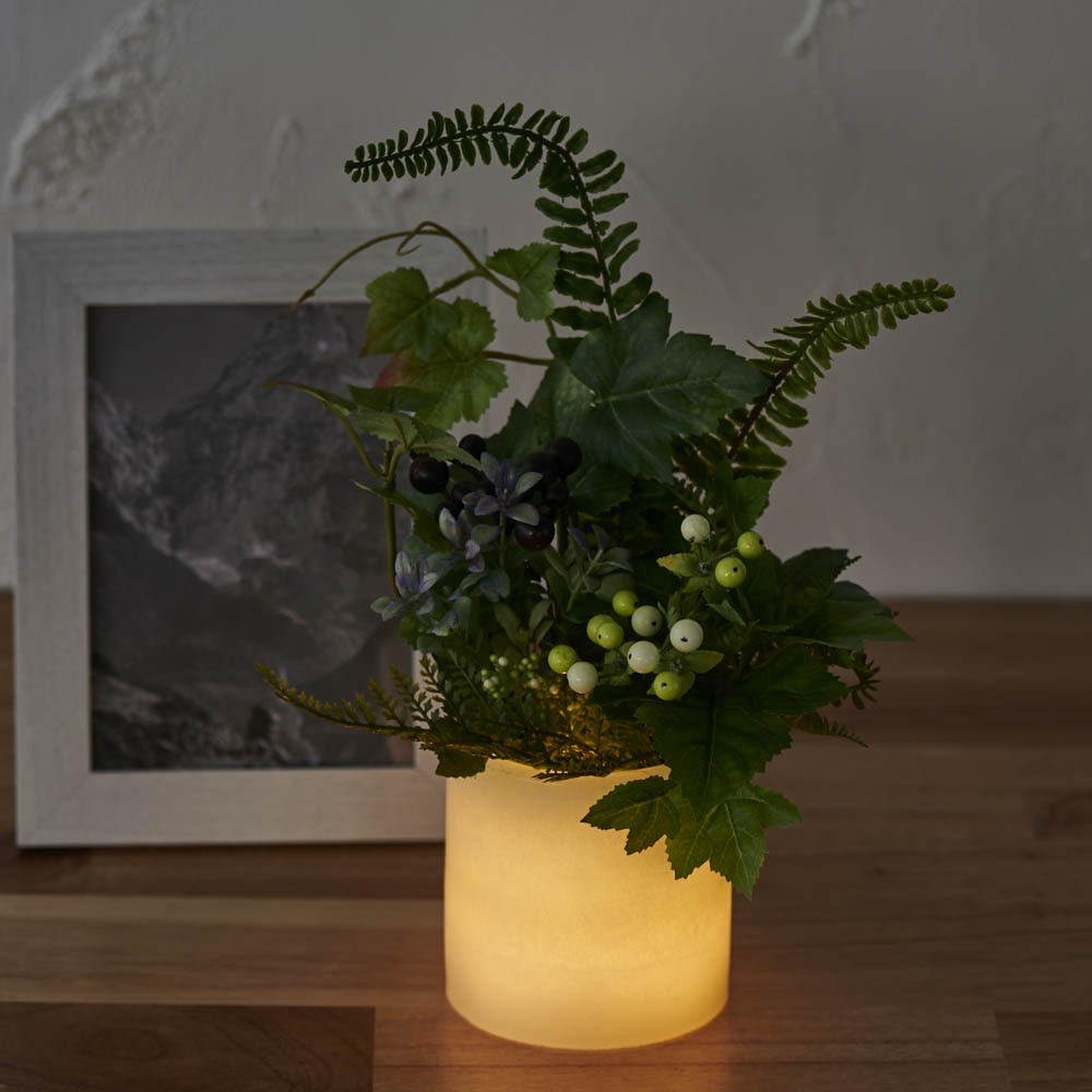 灯る仏花 グリーン 火を使わずに、お仏壇周りを灯すことができます。