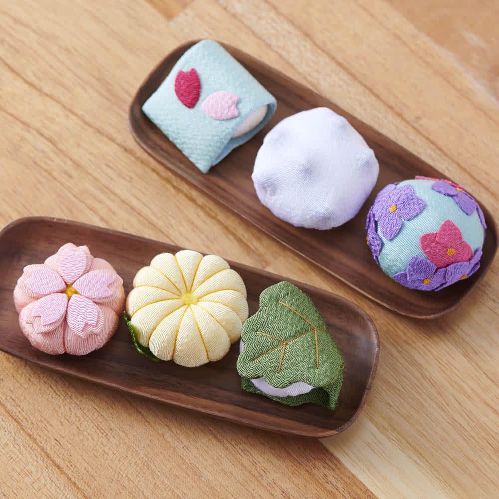 夢み屋 お香入りちりめん京菓子(お供え菓子) 上から (イ)ブルー系(3点セット)、 (ア)ピンク系(3点セット) ※お皿は付属しません