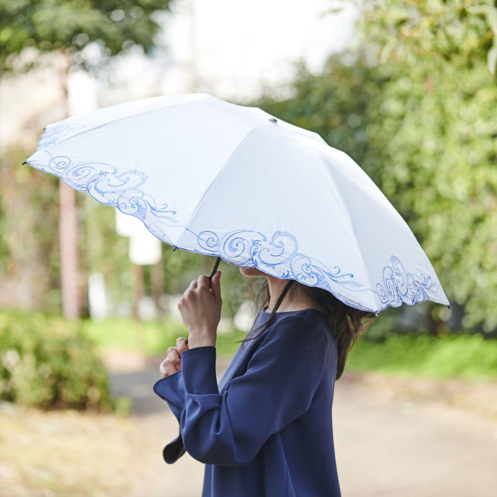 花紀行 クリスタルガラス&ペイズリー刺繍 二重張り折り畳み日傘 しっかりと日差しを遮りながら、優雅な外出を。雨にも対応しています。