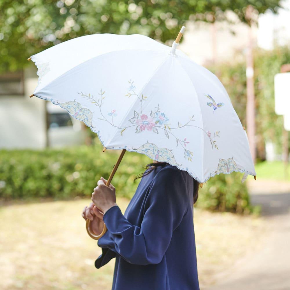 女優日傘 花鳥刺繍 長日傘 しっかりと日差しを遮りながら、優雅な外出を。雨にも対応しています。